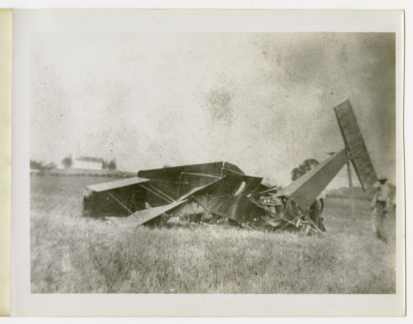 Wreck of Edward Korn's Benoist Type XII Airplane, August 13, 1913 (ms220_1_7_086)