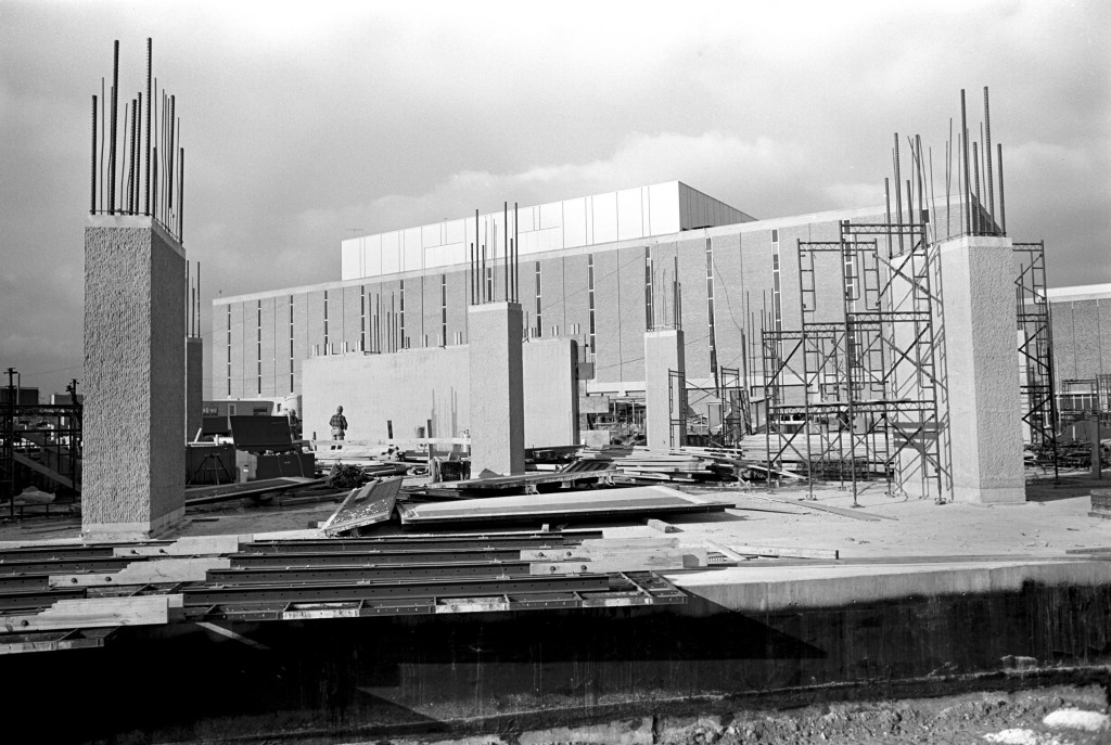 University Library construction, 1971 (7112-14-4 14)