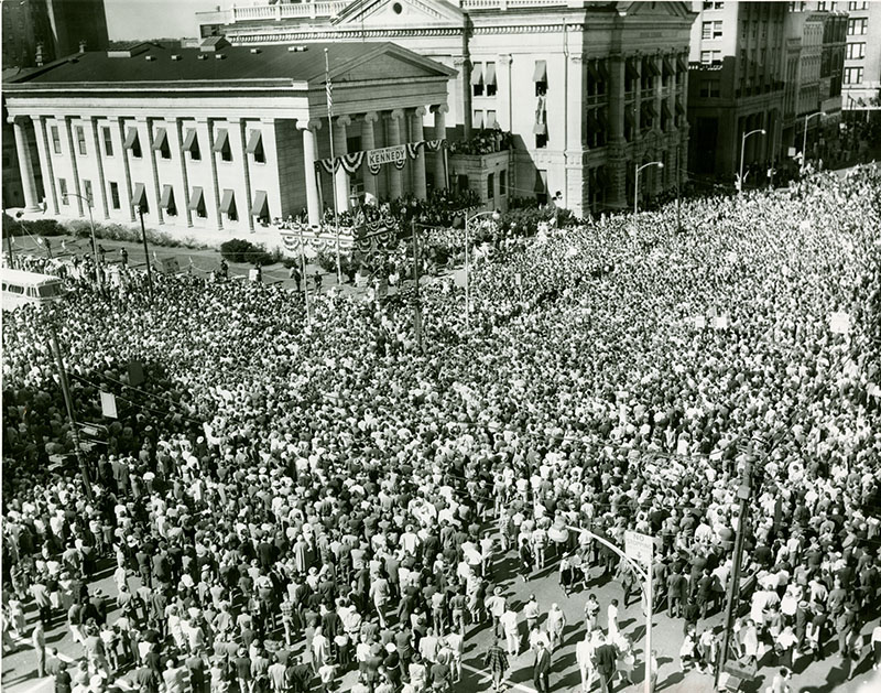 Huge crowd on 3rd and Main to hear John F. Kennedy speak at the Old Courthouse, Oct 18, 1960